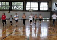 東京本校の様子「体育館で軽運動」
